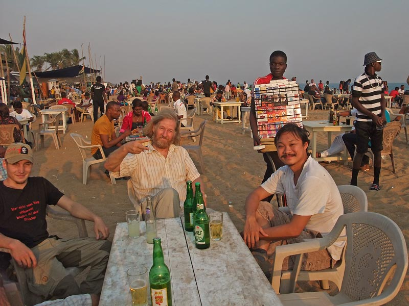 Mit Mark und Gerd am Golden Beach in Lome